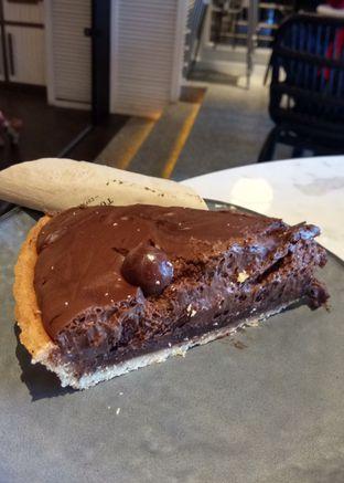 Foto 2 - Makanan(Toby's Chocolate Cake) di Toby's Estate oleh YSfoodspottings