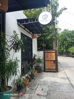Foto 1 - Eksterior di Jonbon's Coffee & Eatery oleh Ardelia I. Gunawan
