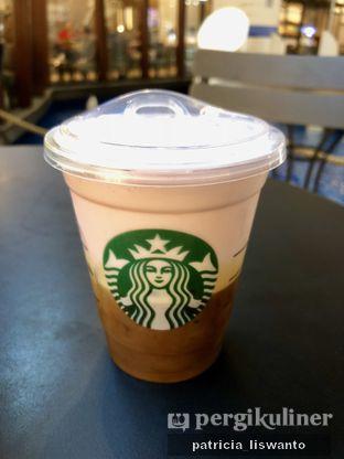 Foto 1 - Makanan(Strawberry Foam Ice Espresso) di Starbucks Coffee oleh Patsyy