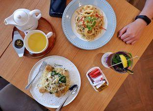 Foto - Makanan(The Dainty Scallop, The Golden Yolk Pasta, Fruity Chamomile, Lavender Lychee) di Bakerzin oleh Melisa Cubbie