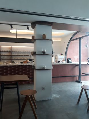 Foto 4 - Interior di Routine Coffee & Eatery oleh Mouthgasm.jkt