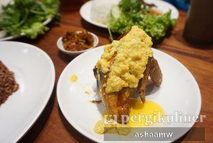 Foto 2 - Makanan(Ayam Goreng Saus Telur Asin) di Sambal Khas Karmila oleh Asharee Widodo