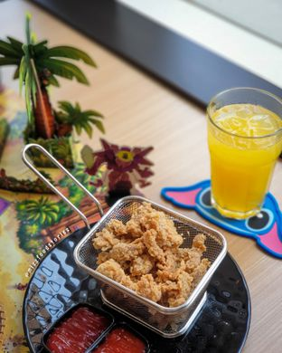 Foto 3 - Makanan(Chicken Skin) di Nakama Cafe And Board Game oleh @mizzfoodstories