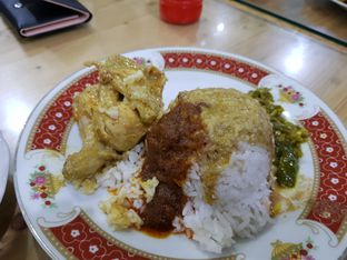 Foto 1 - Makanan di RM Pondok Minang Jaya oleh D L