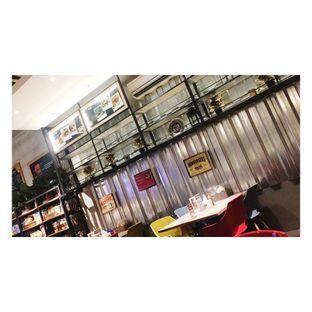 Foto 2 - Interior di Cafe MKK oleh Dina Ambrukst