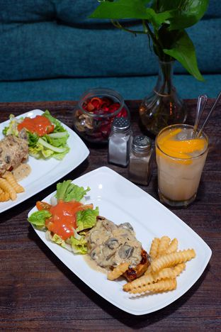 Foto 21 - Makanan di PLUIE Cafe & Resto oleh yudistira ishak abrar