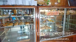 Foto 3 - Interior di ET Bakery oleh Jakartarandomeats