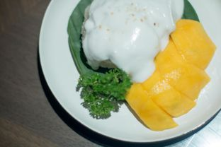 Foto 4 - Makanan(mango sticky rice) di The Porte Eatery and Cafe - FM7 Resort Hotel oleh Edward Kurnia
