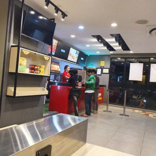 Foto 4 - Interior di Richeese Factory oleh Adhy Musaad