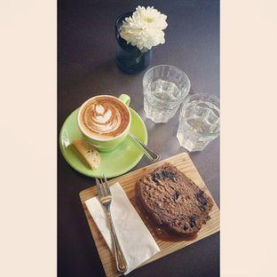 Foto 2 - Makanan(Cappuccino & Banana Caramel) di Tanamera Coffee Roastery oleh Pengembara Rasa