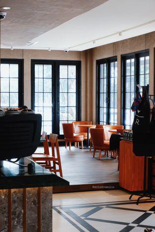 Foto 5 - Interior di Starbucks Reserve oleh Indra Mulia