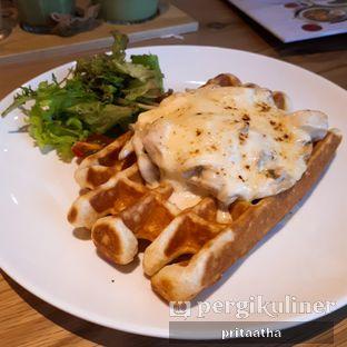 Foto 1 - Makanan(Chicken & mushroom waffle) di Pancious oleh Prita Hayuning Dias