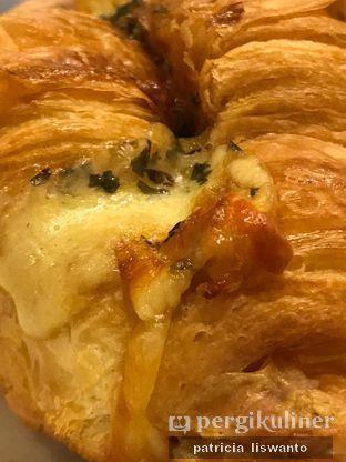 Foto 2 - Makanan(Truffle Croissant) di Becca's Bakehouse oleh Patsyy