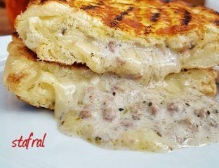 Foto 4 - Makanan(Creamy Grilled Cheese) di Roti Eneng oleh Stanzazone