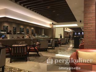 Foto 7 - Interior di Sapori Deli - Fairmont Jakarta oleh Hungry Mommy