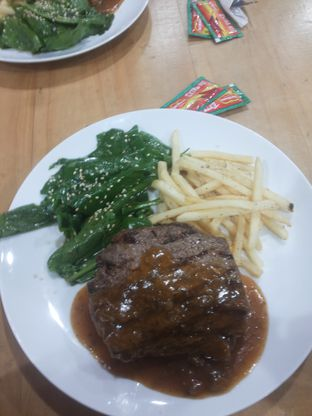 Foto - Makanan(Tenderloin Steak) di Fat Cow oleh Rickie Yahya
