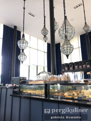 Foto 2 - Interior di Redback Specialty Coffee oleh Patsyy