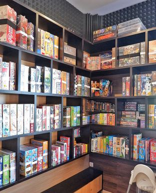 Foto 24 - Interior di Nakama Cafe And Board Game oleh Mariane  Felicia