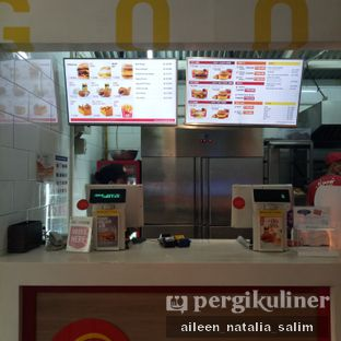 Foto 4 - Interior di Flip Burger oleh @NonikJajan