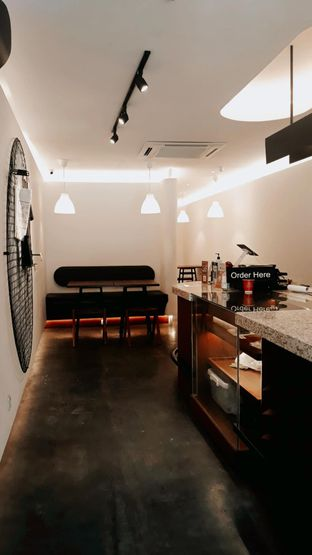 Foto 6 - Interior di Routine Coffee & Eatery oleh Mouthgasm.jkt
