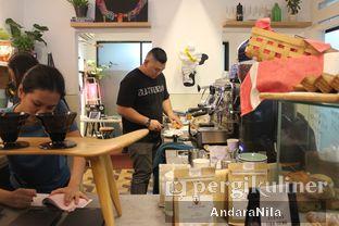 Foto 14 - Interior di 7 Speed Coffee oleh AndaraNila