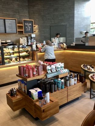 Foto review Starbucks Coffee oleh Prido ZH 4