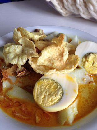 Foto 1 - Makanan(Lontong Kari Sapi) di Kupat Tahu & Lontong Kari Cicendo oleh awakmutukangmakan