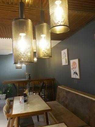 Foto 7 - Interior di Brouwen Coffee & Kitchen oleh Mouthgasm.jkt