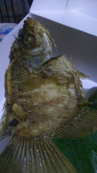 Foto 3 - Makanan(Gurame Goreng (IDR 66k) ) di Tekko oleh Renodaneswara @caesarinodswr