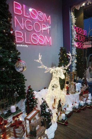 Foto 2 - Interior di Bloom Ngopi oleh Stellachubby
