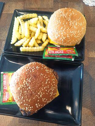 Foto 3 - Makanan di FIX Burger oleh Abizar Ahmad