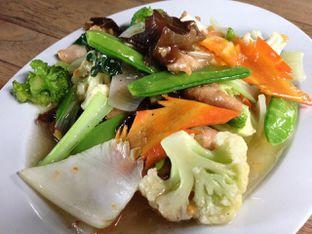 Foto 3 - Makanan(Cap Cay Goreng Ayam) di Bandar Djakarta oleh awakmutukangmakan