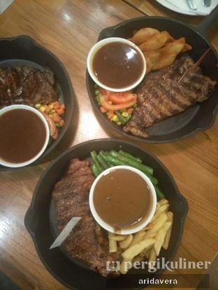 Foto 2 - Makanan di Steak Hotel by Holycow! oleh Vera Arida