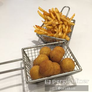 Foto 3 - Makanan(Cajun fries & Sweet Potato fries) di The Holy Crab oleh Darsehsri Handayani