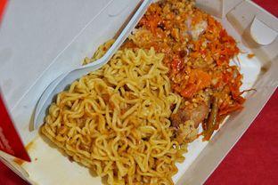 Foto 2 - Makanan(Mie Ayam Geprek Telur) di Ayam Geprek Bunda oleh Fadhlur Rohman