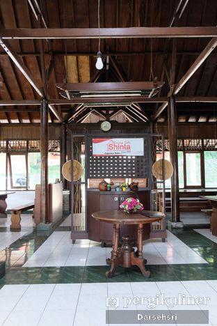 Foto 6 - Interior di Warung Sate Shinta oleh Darsehsri Handayani