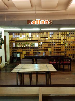 Foto 3 - Interior di Rollaas Coffee & Tea oleh Amrinayu