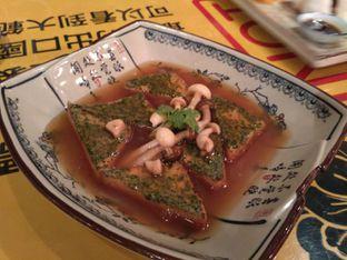 Foto 2 - Makanan(Homemade braised beancurd with mushroom shimeji sauce (IDR 58k) ) di Fook Yew oleh Renodaneswara @caesarinodswr