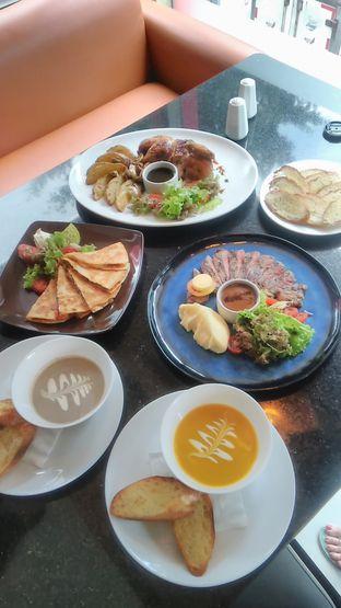 Foto 6 - Makanan di Indoguna Gourmet oleh Renodaneswara @caesarinodswr