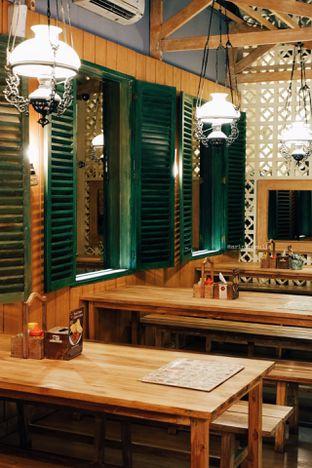 Foto 5 - Interior di Gerobak Betawi oleh Indra Mulia