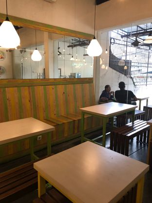 Foto 6 - Interior di Kedai Es Pisang Ijo Pemuda oleh feedthecat