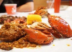 Buat Penggemar Seafood, Ini Cara Mudah Makan Kepiting!