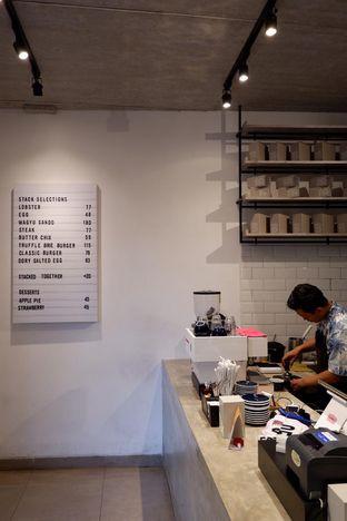Foto review Stack oleh yudistira ishak abrar 18
