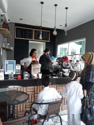 Foto 1 - Interior di Nongkee Coffee oleh Dani Allamsyah