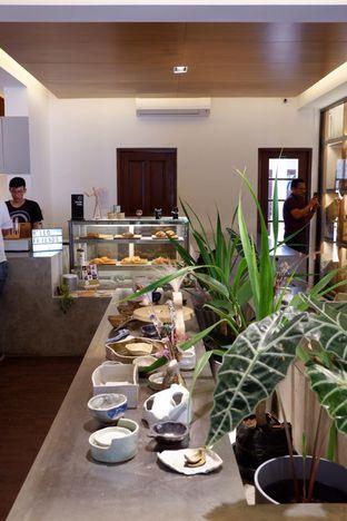 Foto 12 - Interior di Simetri Coffee Roasters oleh yudistira ishak abrar