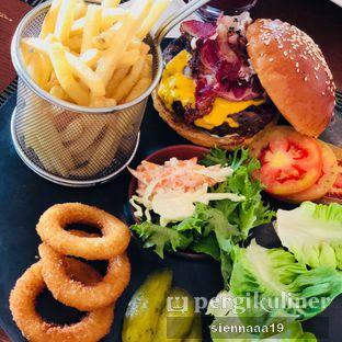 Foto 1 - Makanan(Beef Burger) di Bengawan - Keraton at the Plaza oleh Sienna Paramitha