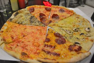 Foto review Sliced Pizzeria oleh IG: biteorbye (Nisa & Nadya)   1