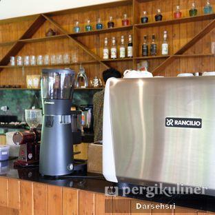 Foto 14 - Interior di Ruang Riung Coffee & Eatery oleh Darsehsri Handayani