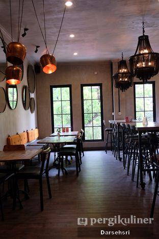 Foto 10 - Interior di Burns Cafe oleh Darsehsri Handayani