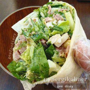 Foto - Makanan(Caesar Salad) di Crunchaus Salads oleh Gee @geeatdiary